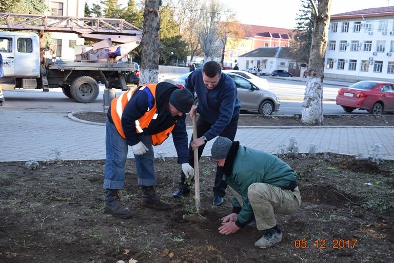 В Джанкое продолжаются работы по благоустройству города